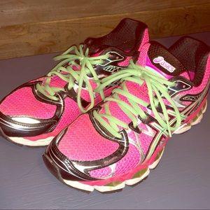 Women's size 10 ASIC running shoe